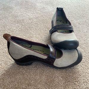 Merrell Shoes - Merrell flats size 6